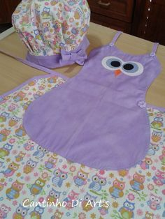 avental infantil... cantinhodiarts.elo7.com.br Sewing Aprons, Sewing Clothes, Sewing Hacks, Sewing Crafts, Quilting Projects, Sewing Projects, Childrens Aprons, Towel Crafts, Cute Aprons