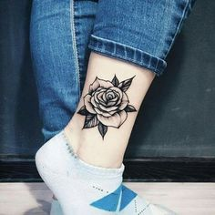 Rose ankle tattoo – – foot tattoos for women Knuckle Tattoos, Foot Tattoos, Cute Tattoos, Flower Tattoos, Body Art Tattoos, Small Tattoos, Sleeve Tattoos, Ankel Tattoos, Tattoo Feet