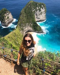 Guess the most instagramable spot in Indonesia❤️ Kelingking beach in Nusa Penida, so worthy to get here, the view is just breathtaking. But get ready for crowds ! Lake Hillier, Middle Island, Pink Lake, Black Orchid, Semarang, Tour Operator, Music Education, Southeast Asia, Travel Destinations