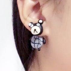 Buttet bamse ørering, 49 kr. Se vores mange sjove øreringe af plexiglas, eller smykkeler. http://uglenimosen.dk/produkter/71-sjove-oereringe/