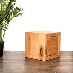 Dieser Beistelltisch aus Holz in Eiche kannst Du bei farao design bestellen. Unsere Möbel werden ausschliesslich aus Schweizer Holz hergestellt. Floating Nightstand, Furniture, Design, Home Decor, Wood Working, Dinner Table, Oak Tree, Rustic, Homes