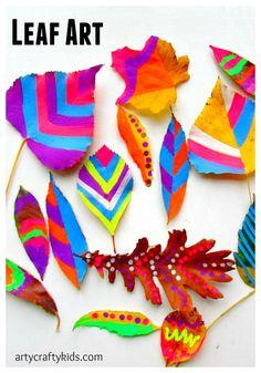 Arty Crafty Kids - Art - Art Ideas for Kids - Leaf Chalk Art #naturecrafts #colourplay