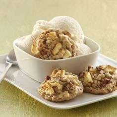 Oatmeal cookies with the flavors of apple crisp make a tasty lunchbox treat.