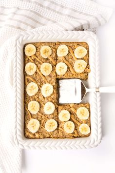 healthy living Breakfast doesn't get much easier than this Peanut Butter Banana Baked Oatmeal! Whip up a batch and store it in the fridge or freezer for a quick and easy breakfast throu Oats Recipes, Gourmet Recipes, Healthy Recipes, Healthy Foods, Peanut Butter Healthy Snacks, Healthy Baked Oatmeal, Recipes With Peanut Butter, Baked Oatmeal Recipes, Baked Oats