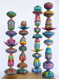 Polymer clay totems by Carol Simmons Polymer Clay Kunst, Polymer Clay Projects, Polymer Clay Creations, Clay Crafts, Polymer Clay Jewelry, Totem Pole Art, Painted Sticks, Clay Design, Pottery Designs
