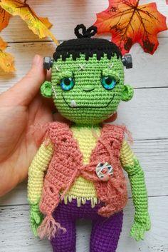 Halloween Toys, Halloween Crochet, Halloween Ideas, Pattern Cute, Crochet Monsters, Monster Dolls, Crochet Patterns Amigurumi, Amigurumi Toys, Crochet Gifts