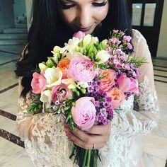 Bride / flowers / wedding bouquet