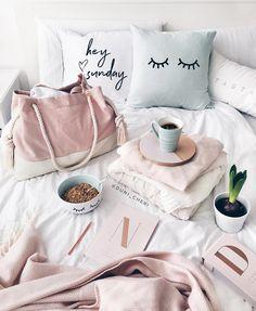 pink blush and mint bedroom inspo decor Mint Living Rooms, Blush Living Room, Mint Rooms, Gold Rooms, White Gold Room, Blush And Gold Bedroom, White Rooms, Girls Bedroom, Bedroom Decor