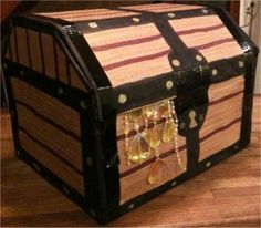 DIY Simple Cardboard Pirate Treasure Chest Gift Box DIY Cardboard DIY Crafts - Toy box in the form of a treasure chest, kids room Treasure Chest Craft, Pirate Treasure Chest, Treasure Boxes, Pirate Birthday, Pirate Theme, Pirate Party, Pirate Box, Pirate Halloween, Birthday Diy