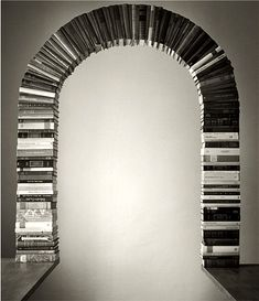 Чема Мадоз (Chema Madoz) -  современный испанский фотограф. Биография, фотографии: http://contemporary-artists.ru/Chema_Madoz.html