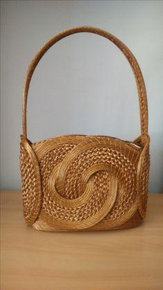bolsa de capim dourado.