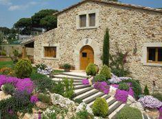 Masia catalana de nueva construcción Tuscan Garden, Tuscan House, Mediterranean Garden, French Villa, Italian Villa, Spanish Garden, Spanish House, Stone Cottages, Stone Houses