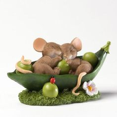 Sleeping Mice in Peas Mold Animal Mold for Soap Soapmaking Supplies Soap Supplies silicone mold Flexible Resin Mold soap mold Clay Projects, Clay Crafts, Maus Illustration, Stuart Little, Soap Supplies, Can Dogs Eat, Polymer Clay Animals, Candle Molds, Cute Mouse