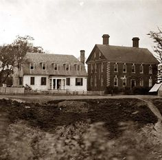 Yorktown, Virginia Thomas Nelson house (right), used as a hospital; in 1781 used as a headquarters by Lord Cornwallis. It was taken between 1860 and 1865.