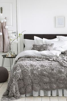interior, white rooms, crochet quilts, home decor, decorating ideas, stylish bedrooms Más