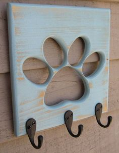 Dog Leash Holder Paw Pet Wooden Pet Collar Rack Oil Rubbed Bronze Hooks Distressed Calypso Perfect for the leashes. Animal Projects, Wood Projects, Dog Leash Holder, Dog Rooms, Dog Crafts, Pet Collars, Diy Stuffed Animals, Dog Accessories, Accessories Online