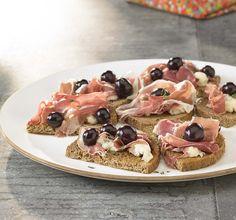 Bruschetta met blauwe kaas en blauwe druiven - Colruyt Culinair !