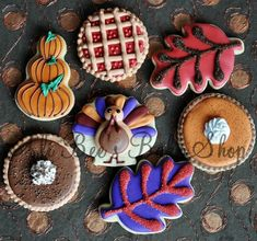 These cookies are so perfect how could you eat them! Ali-Bee's Bake Shop These cookies are so perfect how could you eat them! Thanksgiving Cookies, Fall Cookies, Iced Cookies, Cute Cookies, Cookies Et Biscuits, Holiday Cookies, Cupcake Cookies, Holiday Treats, Sugar Cookies