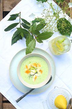 Kalte Gurkensuppe mit Joghurt und Zitrone...ein leichtes Sommergericht für heiße Tage