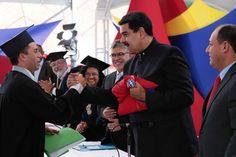Presidente Maduro: Mientras nosotros damos herramientas para la educación, la derecha corrompe con chopos, máscaras y armas para el terrorismo