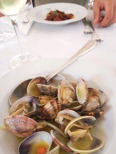 Muscheln in Weißweinsauce - gegessen bei Senhor Vinho. Mehr dazu auf meinem Blog Chicken, Meat, Blog, Wine, Food Food, Blogging, Cubs
