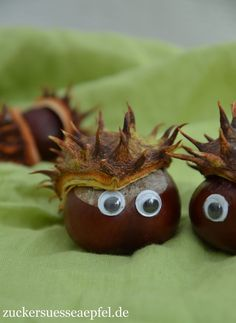 Kinderleichte Kastanienigel basteln Today I have a really easy crafting idea with chestnuts for you, which my daughter came up with. My little son i … Pinecone Crafts Kids, Easy Fall Crafts, Pine Cone Crafts, Fall Crafts For Kids, Kids Diy, Hedgehog Craft, Plate Crafts, Mothers Day Crafts, Nature Crafts