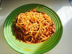 How to make the BEST spaghetti in less than 30 minutes - YouTube Best Spaghetti, Italian Meats, Pasta Shapes, Meat Sauce, Northern Italy, Tomato Paste, Bolognese, Ethnic Recipes, Youtube