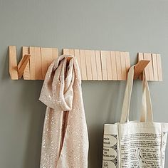 Flip Rack This stylish wooden coat rack has hooks that pivot out only when you need them. Space Furniture, Furniture For Small Spaces, Diy Furniture, Furniture Market, Furniture Stores, Wooden Coat Rack, Wooden Hangers, Wooden Pallets, Wooden Diy