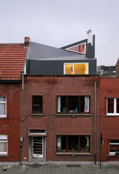 Extension: how to save space. Jan roof elevation by vylder architecten – House Alexis – photo Filip Dujardin - Architecture Renovation, Modern Architecture House, Residential Architecture, Architecture Design, Architecture Facts, Parasitic Architecture, Habitat Collectif, Ar Fresco, Mansard Roof