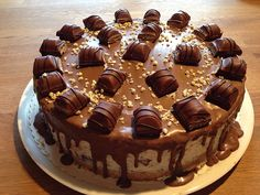 Bueno cake, a popular recipe from the cake category. Ratings: Average: Ø kuchen ostern rezepte torten cakes desserts recipes baking baking baking Torte Au Chocolat, Red Wine Gravy, Decoration Patisserie, Flaky Pastry, Mince Pies, Food Cakes, Popular Recipes, Cake Recipes, Cake Decorating