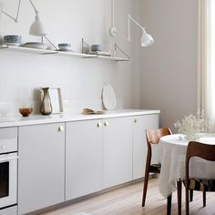 23 Rustic Country Kitchen Design Ideas to Jump Start Your Next Remodel - The Trending House Ikea Cabinets, Black Cabinets, Scandinavian Kitchen, Scandinavian Style, Scandi Style, Country Look, Best Kitchen Design, Rustic Country Kitchens, Kitchen Models