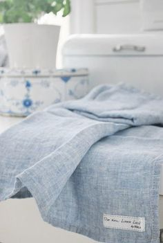 katey blu's ᶜᴼᵀᵀᴬᴳᴱ Restauration Hardware, Bleu Pastel, White Cottage, Swedish Cottage, Country Blue, Blue And White China, Blue Beach, Linens And Lace, White Rooms