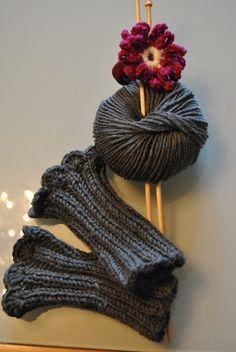 New Knitting Socks Tutorial Projects 34 Ideas Crochet Socks, Crochet Gloves, Crochet Yarn, Free Crochet, Baby Knitting Patterns, Loom Knitting, Knitting Stitches, Knitting Socks, Wrist Warmers