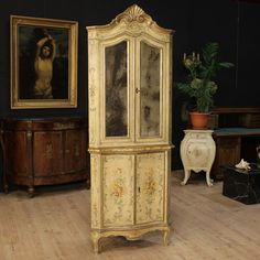Price: 3200€  Rare Venetian corner cupboard of the 19th century. Double body cupboard carved, lacquered and hand painted with floral motifs. It presents original mercury mirrors and a working key for both doors. Interior of the corner cupboard with a support top at the bottom and two shelves at the top. It presents some color drops, on the whole in good state of conservation. #antiques #antiquariato Visit our website www.parino.it