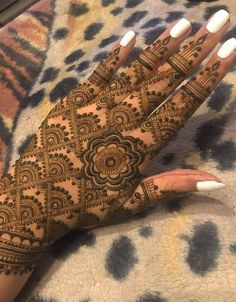 You may easily find here the latest styles of henna and mehndi designs for more amazing and cute hands& look. Here we& going to show off beautiful patterns of henna designs that you must choose to wear nowadays. Mehndi Designs Feet, Mehndi Designs Book, Mehndi Designs 2018, Modern Mehndi Designs, Mehndi Design Pictures, Mehndi Designs For Girls, Henna Designs Easy, Dulhan Mehndi Designs, Beautiful Henna Designs