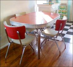 dinette set all my relatives had one of these, including my grandmother in the and early Loved them, also a lot of neighbors had them. Kitchen Dinette Sets, 50s Kitchen, Dining Table In Kitchen, Vintage Kitchen, Kitchen Decor, Kitchen Stuff, Retro Kitchen Tables, Dining Set, Retro Table
