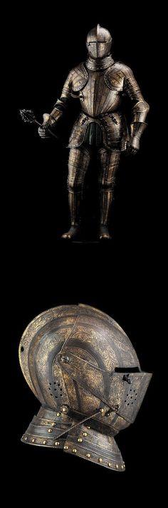 Una excepcional armadura completa del norte italiano, posee un grabado azulado y dorado, firmada Pompe y se atribuye al taller de Pompeo della Cesa, circa 1585-1595.( An exceptional northern Italian full armor, has a blue and gold etching, signed Pompe and is attributed to Pompeo della Cesa workshop, circa 1585-1595.)