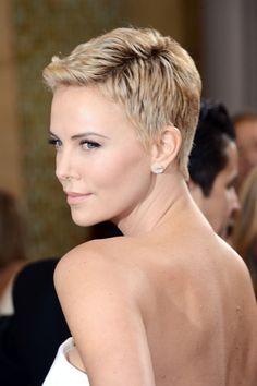 Beauty !! Charlize Theron at Oscars 2013