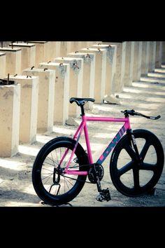 LOW// . . #fixie #fixedgear #bicycle #Taiwan #trackbike #pista #brakeless #自転車 #track #fgfs #low//