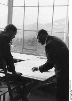 Bundesarchiv Bild 183-2004-0312-506, Obersalzberg, Albert Speer, Adolf Hitler.jpg