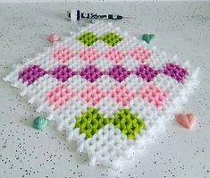Crochet Square Blanket, Maquillaje Halloween, Manta Crochet, Elsa, Diy And Crafts, Crochet Necklace, Crochet Patterns, Knitting, Instagram