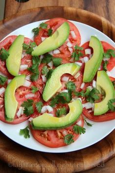 Simple avocado and tomato salad – Quick Salads – Laylita's Recipes- adding Oaxacan cheese to this. So Healthy too! Avocado Recipes, Salad Recipes, Vegan Recipes, Cooking Recipes, Healthy Snacks, Healthy Eating, Avocado Tomato Salad, How To Make Salad, Salads