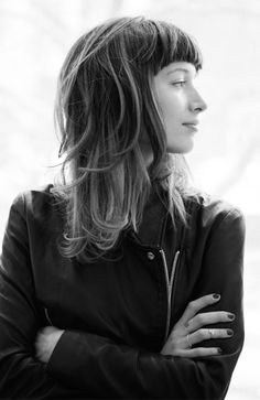 Hair: short bangs, loose waves. | maneaddicts.com