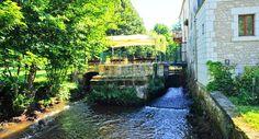Moulin de Vigonac, Lovingly restored watermill with pool, restaurant and charming riverside terrace. Set in lush gardens at the door of Brantôme.