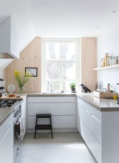 Inspiration - A stunning Dutch home blending old and new. And give-away winner. - my scandinavian home Kitchen Interior, New Kitchen, Kitchen Dining, Kitchen Decor, Kitchen White, Dutch Kitchen, Kitchen Ideas, Kitchen Styling, Dining Room