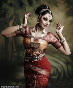 Indian Actresses 17 - Bollywood and Estilo Tribal, Indian Classical Dance, Dance Poses, Dance Photography, Indian Photography, Glamour Photography, Nature Photography, Dance Pictures, Dance Images