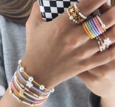 Hand Jewelry, Diy Jewelry, Beaded Jewelry, Jewelry Bracelets, Jewelery, Jewelry Accessories, Seed Bead Necklace, Diy Necklace, Pulseras Kandi