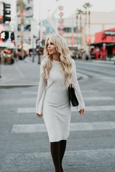 A round up of my favorite blog posts of 2017! Thank you all for supporting me this year! This neutral pleated midi dress is perfect for winter with tights, great for spring with just heels and even will work for fall with some booties! #blogroundup #2017inreview #sweaterdress #womensfashion