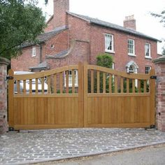 Garage Doors Uk, Electric Garage Doors, Electric Gates, Driveway Design, Driveway Landscaping, Driveway Gate, Wooden Farm Gates, Gate Design, House Design