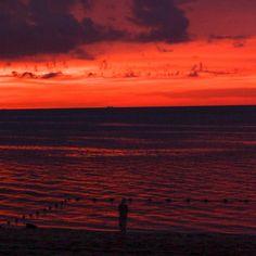Striking sunset #beach #sunset #batuferingghi #penang #malaysia #travel #travelphotography #travelgram #explore #discover #vacation #fujifilm #fujifilmmy #fujifilm_xseries #fujifilmasia